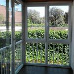 Como cambiar un ventanal incorporando carpintería fija, corredera y ablatible con doble acristalamiento de máximo aislamiento.